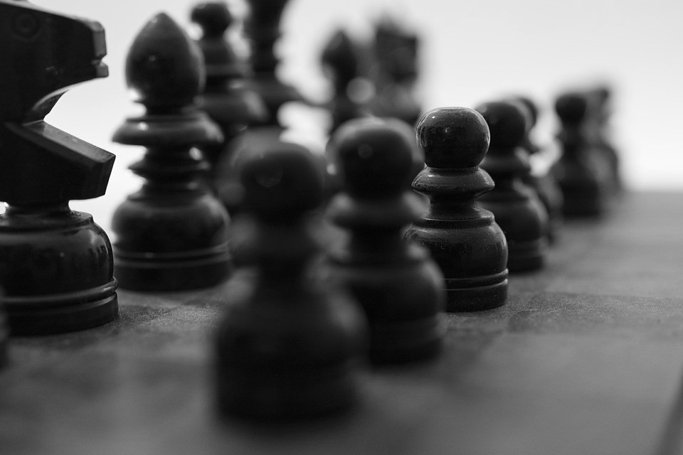 Παίρνουν θέσεις στη σκακιέρα (γιατί είναι πολλά τα λεφτά)