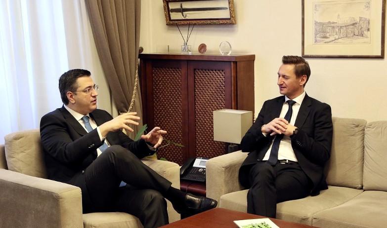 Συνάντηση Τζιτζικώστα με τον πρόεδρο του ΕΛΚ στην Επιτροπή Περιφερειών της ΕΕ