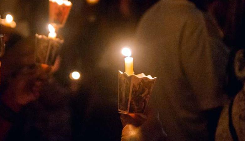 λαμπαδες φως εκκλησία