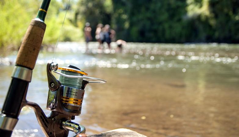 αλιεία ποτάμια λίμνες