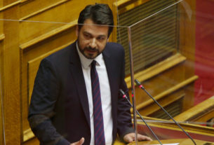 Παρεμβάσεις Μπαρτζώκα στη συζήτηση στη Βουλή για τις φορολογικές παρεμβάσεις