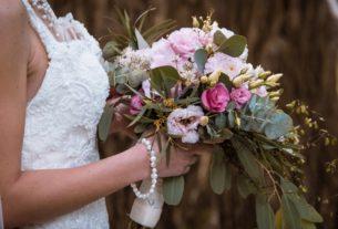 """Γάμοι: άλλοι τους ακυρώνουν, άλλοι """"δοξάζουν"""" τις αναβολές και άλλοι χτυπάνε λάθος πόρτες"""