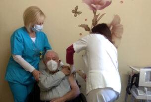 Κορωνοϊός - εμβόλιο: ξεκινούν τα ραντεβού για τις ηλικίες 80-84 ετών