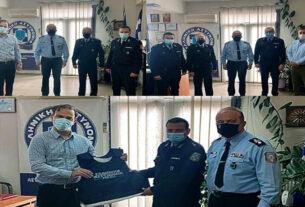 Αλεξίσφαιρα γιλέκα και υγειονομικό υλικό στα Α.Τ. Αλεξάνδρειας και Νάουσας από την Ένωση Αξιωματικών ΕΛ.ΑΣ. Κεντρικής Μακεδονίας