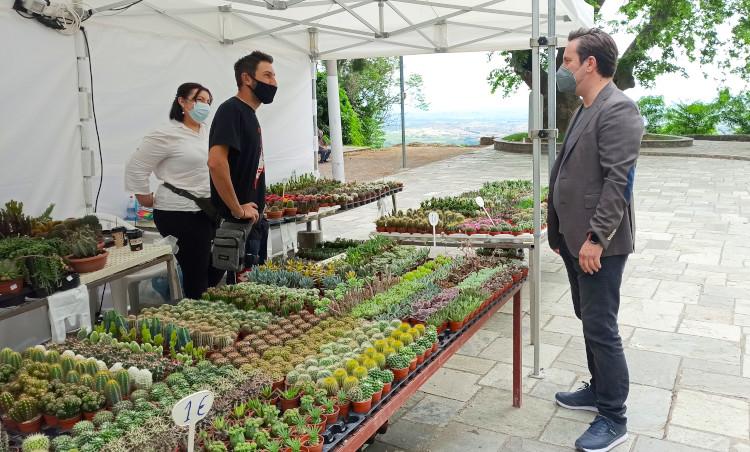 Την 12η Ανθοκομική Έκθεση επισκέφθηκε ο δήμαρχος Νάουσας Ν. Καρανικόλας
