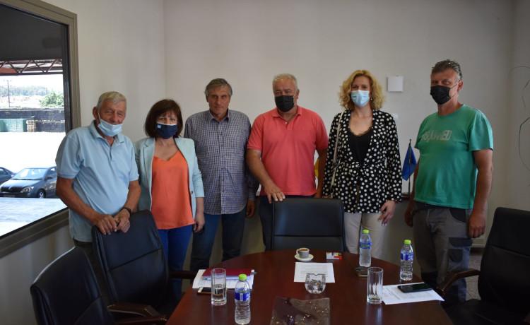 Συνεταιρισμούς της περιοχής της Νάουσας επισκέφτηκε η Φ. Καρασαρλίδου