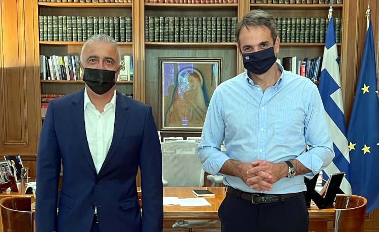 Στο Μαξίμου ο Λ. Τσαβδαρίδης για να ευχηθεί στον Κ. Μητσοτάκη